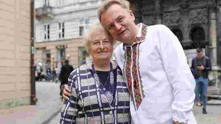 Андрій Садовий привітав жінок з Днем матері