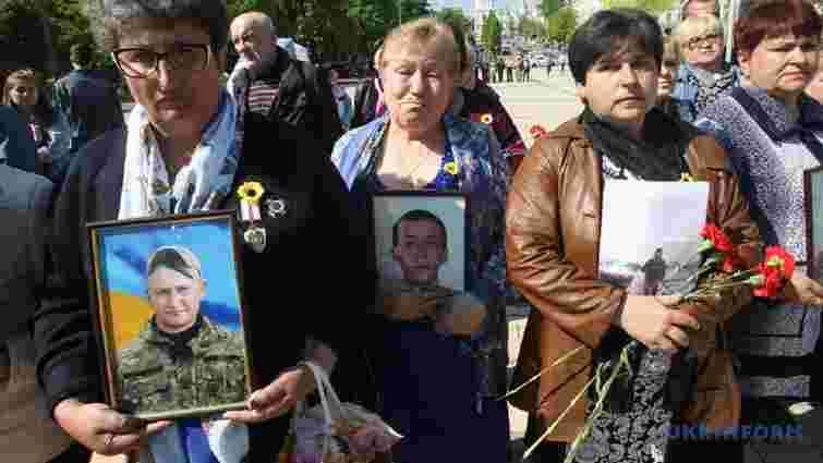 У Києві відбулася хода матерів та дружин загиблих захисників України