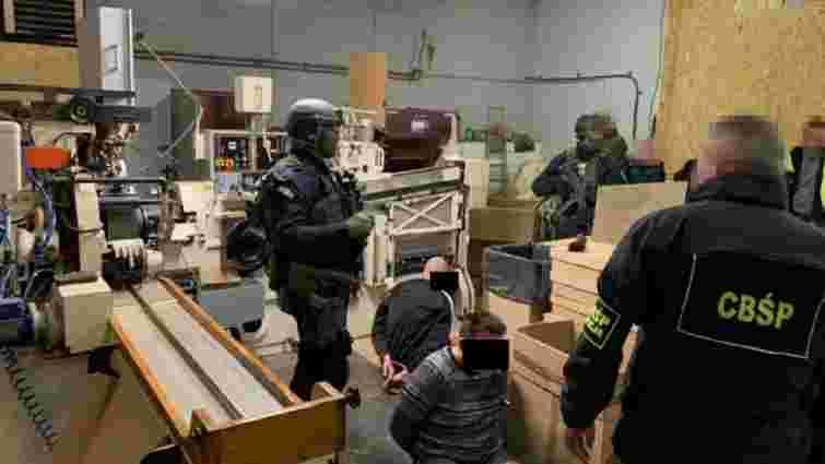 У Польщі затримали чотирьох українців, які організували незаконне виготовлення сигарет