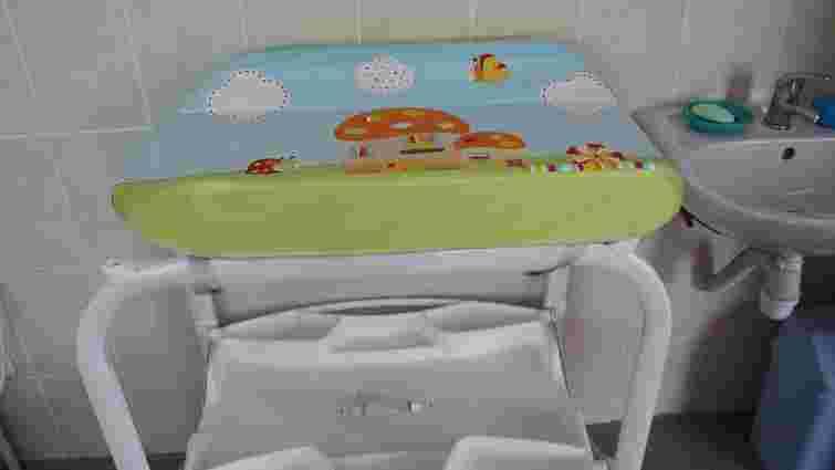 На трьох пунктах пропуску Львівщини запрацювали кімнати матері та дитини