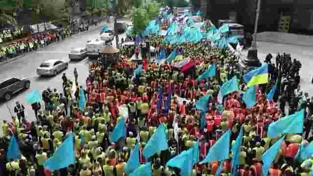 Залізничники вийшли до будівлі уряду на протест з вимогою підвищити зарплату