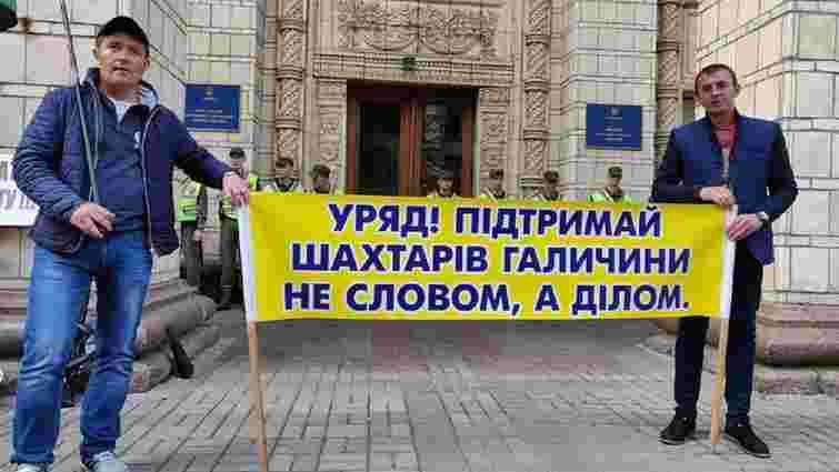 Шахтарі ДП «Львівугілля» вийшли на пікет у Києві через заборговану зарплату