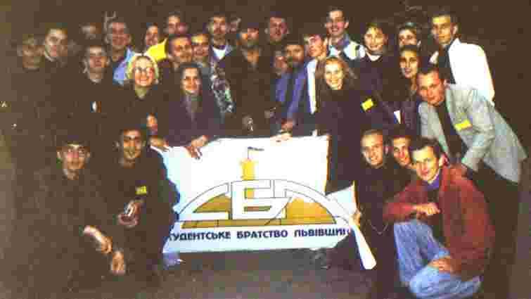 Порошенко нагородив орденами членів Студентського братства Львова