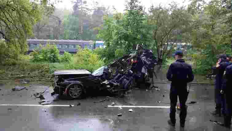 Внаслідок зіткнення із деревом у Брюховичах загинули водій та пасажир Mercedes