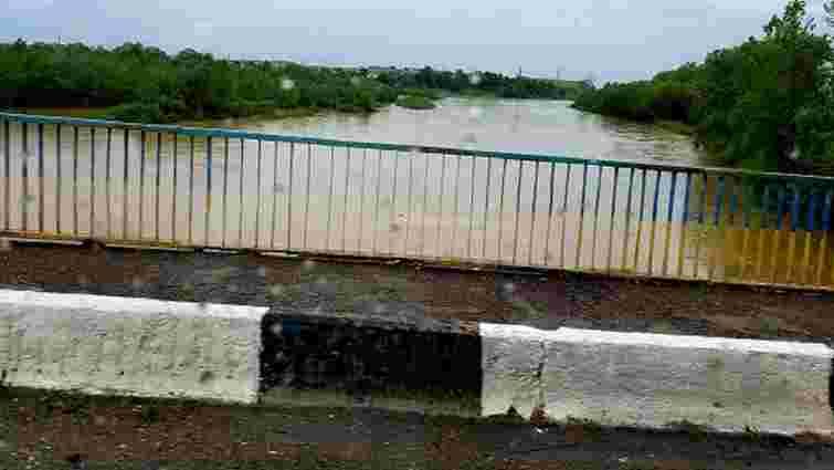 Рівень води у найбільших річках Івано-Франківщини сягнув критичних позначок