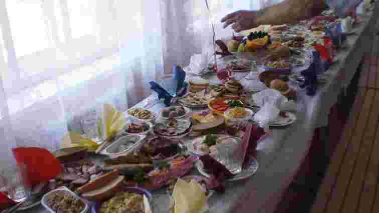 На весіллі у Жовківському районі отруїлося шестеро гостей