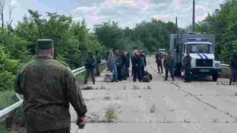 Російські бойовики повернули з окупованих територій Луганщини 60 українських в'язнів