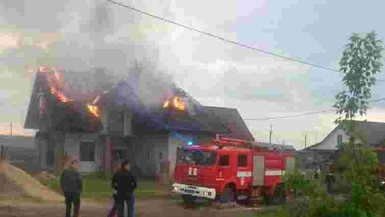 На Волині внаслідок удару блискавки спалахнув приватний будинок