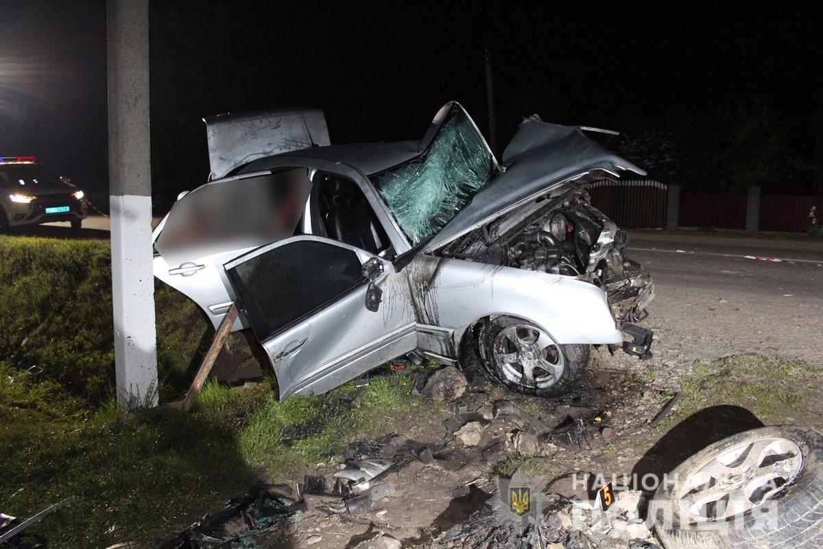 22-річний водій загинув на місці, а його молодший брат помер у лікарні, фото поліції Чернівецької області