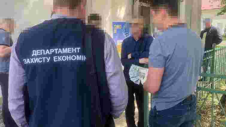 На Львівщині на хабарі 1,4 тисячі доларів затримали посадовця мерії