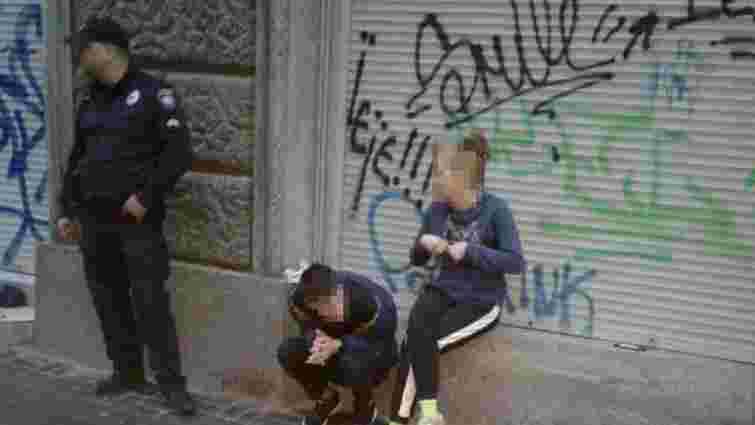 Львівські патрульні виявили групу осіб, яка пограбувала чоловіка на площі Ринок