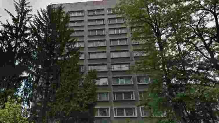 З сьомого поверху львівського гуртожитку випала 15-річна нетвереза дівчина