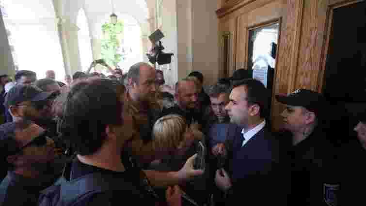 Керівника апарату Садового госпіталізували після нападу псевдоактивістів