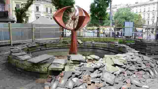 Елемент фонтана «Кульбаба» з пл. Галицької спробують використати в інтер'єрі нового водограю