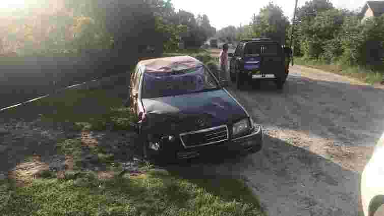 Унаслідок перекидання автомобіля на Яворівщині постраждали двоє людей