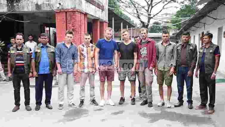 Шістьох українців заарештували в Бангладеш за обкрадання банкоматів
