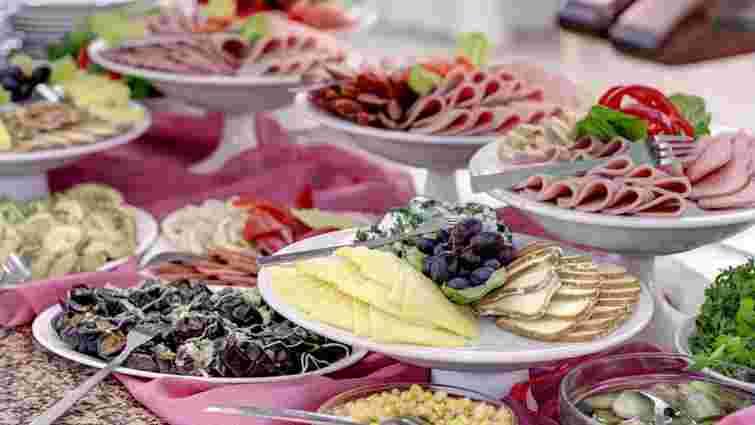 Під час весілля у львівському ресторані отруїлося понад 20 гостей