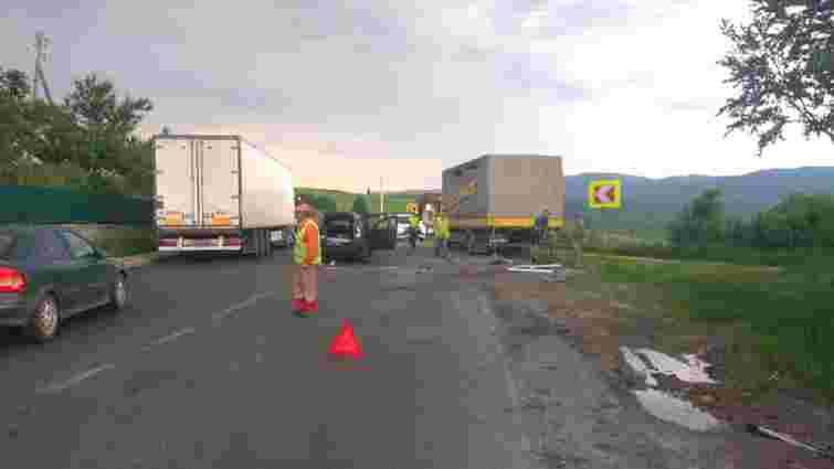 На Сколівщині внаслідок лобового зіткнення з вантажівкою загинув водій легкового автомобіля