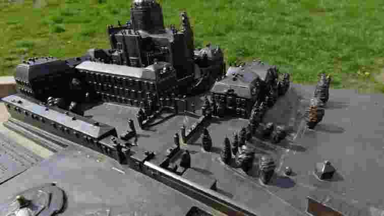 У Львові вандали пошкодили бронзовий макет Святоюрського комплексу