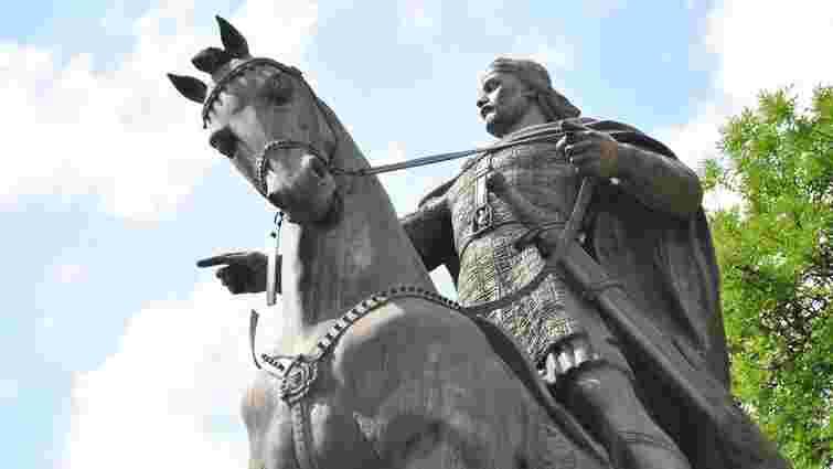 Фахівці обстежили пошкоджений елемент пам'ятника Данилові Галицькому у Львові