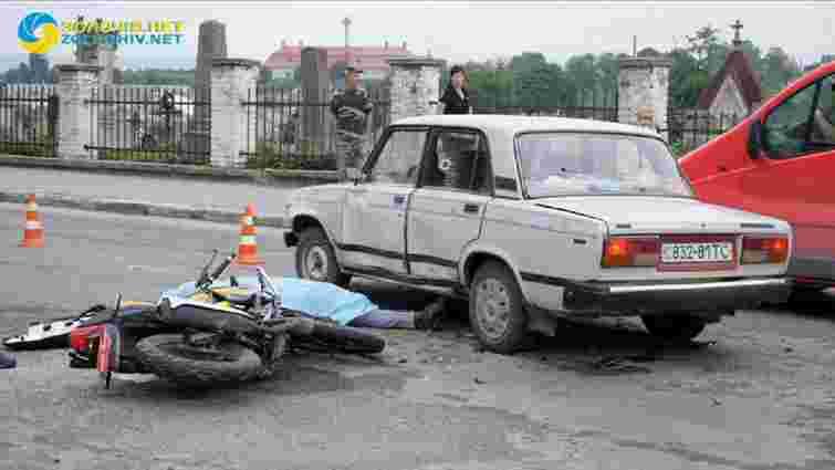 У Золочеві через зіткнення з легковиком розбився 37-річний мотоцикліст