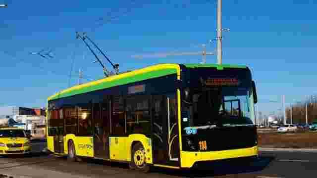 У Львові в тролейбусі №3 травмувалася літня пасажирка