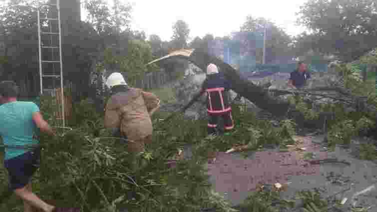 На Івано-Франківщині негода пошкодила 15 житлових та 10 адміністративних будівель
