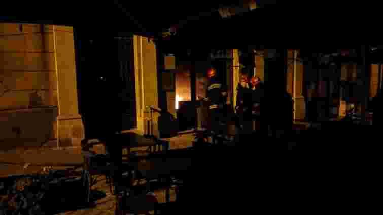 Вночі у центрі Львова виникла пожежа у ресторані «Ґвара»