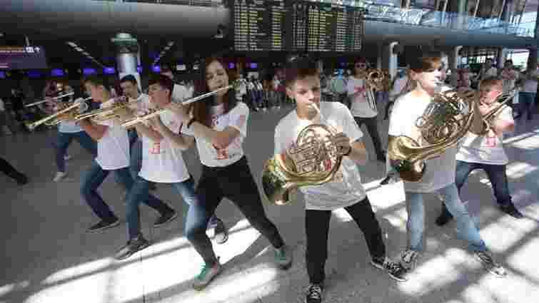 У львівському аеропорту провели джазовий флешмоб