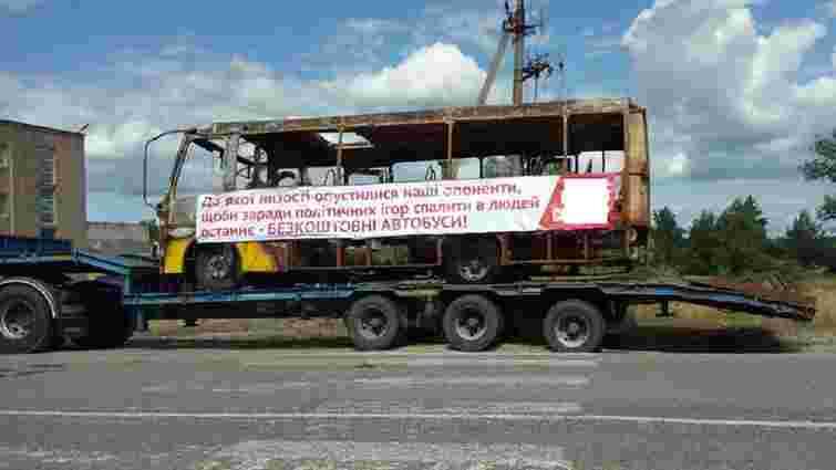 Кандидат у депутати на Київщині використав згорілі автобуси-речдоки для реклами