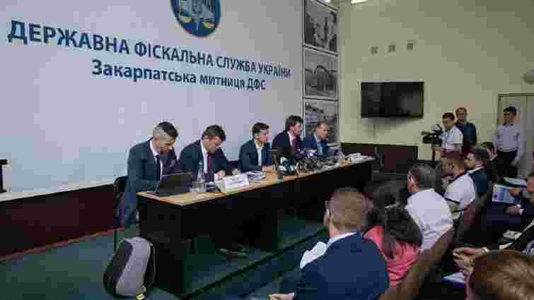 Президент закликав звільнитись керівників усіх митниць Західної України