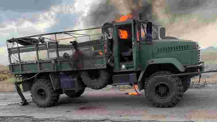 ЗМІ оприлюднили фото з місця обстрілу колони голови Донецької ОДА