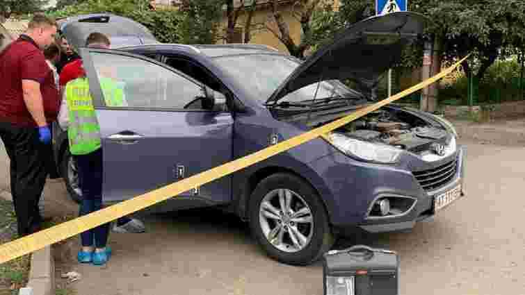 В Ужгороді невідомі обстріляли авто начальника УЗЕ обласної поліції, поранена випадкова перехожа