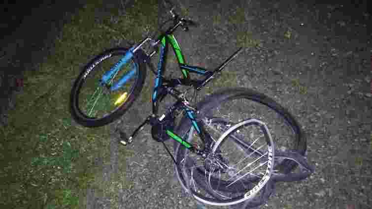 У Бродівському районі крадій велосипеда потрапив під колеса автомобіля і загинув
