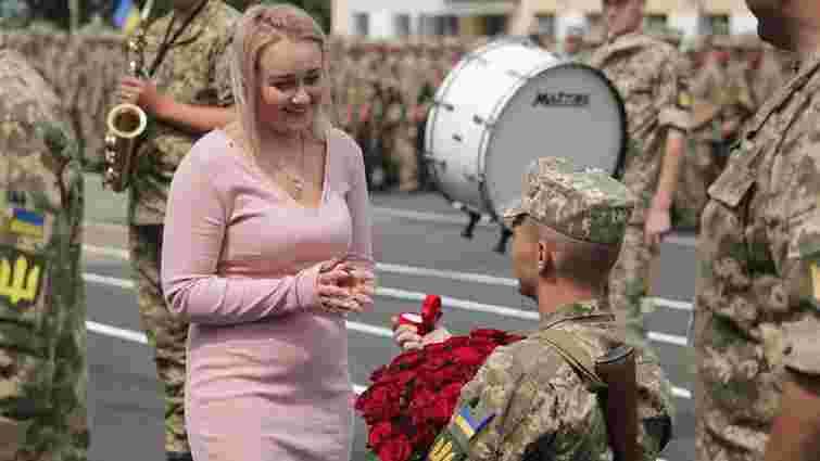 На Львівщині під час складання присяги шестеро військових освідчилися своїм коханим