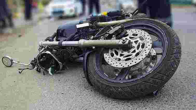 Неповнолітній з товаришем на мотоциклі збили пішохода на Львівщині