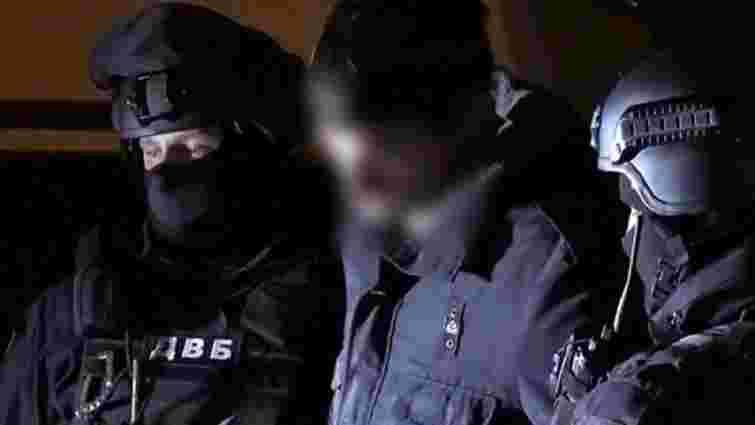 Двох львівських наркополіцейських судитимуть за збут героїну та хабарництво