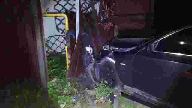 П'яний прокурор з 7 пасажирками протаранив газовий розподільник в Луцьку