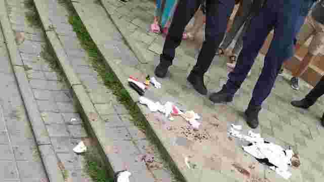 Посеред дня у центрі Львова ножем поранили перехожого