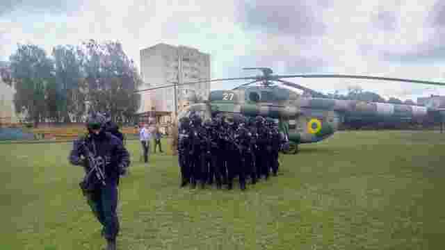 На засідання окружної комісії в Коростені прилетів вертоліт спецпризначенців