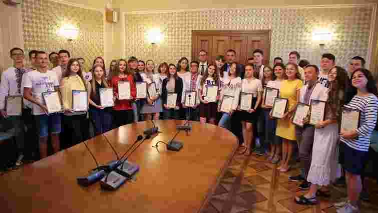 Випускників з Львівщини, які отримали максимальний бал на ЗНО, відзначили преміями