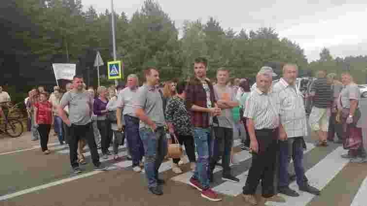 На Львівщині близько 200 людей перекрили трасу до кордону з Польщею