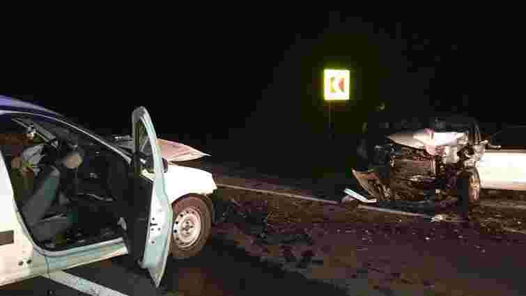 На Золочівщині внаслідок зіткнення двох автомобілів травмувалися троє осіб