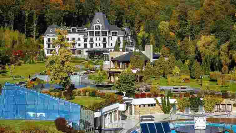 ЗМІ повідомили про намір Періс Хілтон купити курорт на Закарпатті