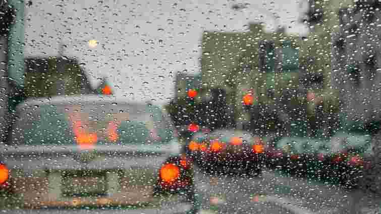На заході України оголосили жовтий та помаранчевий рівні небезпеки через циклон