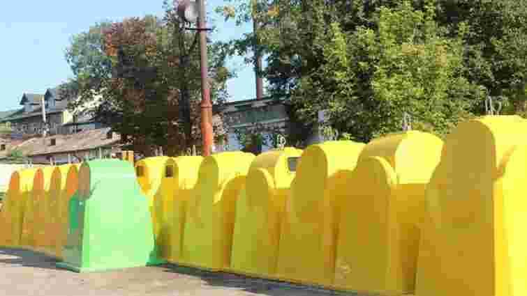 У Львові встановлюють сучасні контейнери для збору пластику