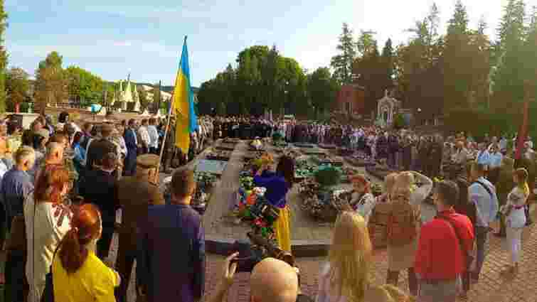 День Незалежності у Львові розпочався з молитви на Личаківському кладовищі