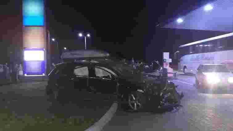Внаслідок зіткнення чотирьох автомобілів на Львівщині загинуло двоє осіб, травмовано шестеро