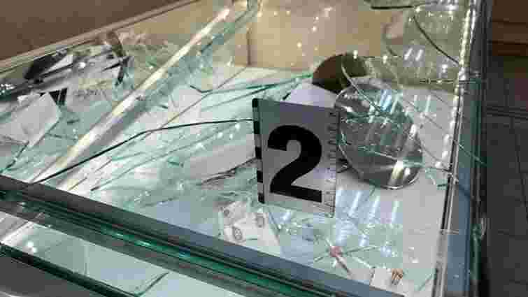 У Києві чоловік з рушницею пограбував ювелірний магазин