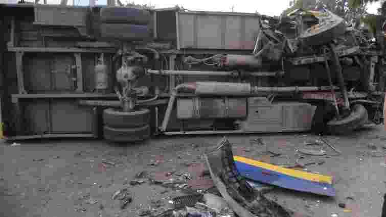 На Закарпатті після зіткнення з легковиком перекинувся пасажирський автобус